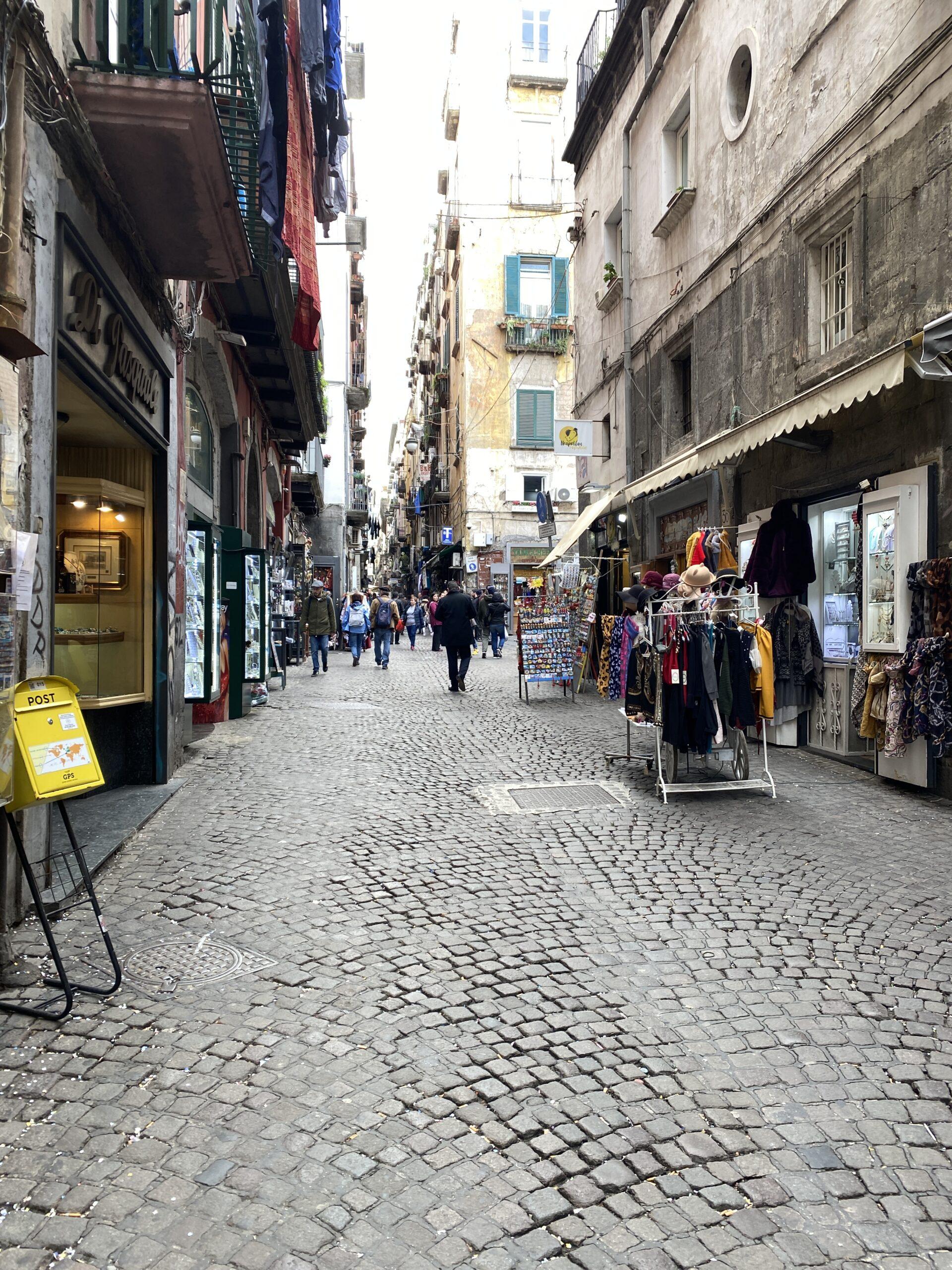 Napoli centro storico via San Biagio dei Librai